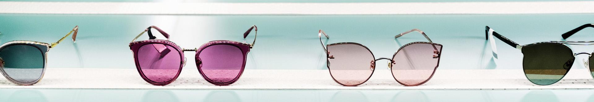 dwie pary okularów przeciwsłonecznych